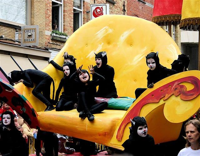Desfile durante el Kattentoet