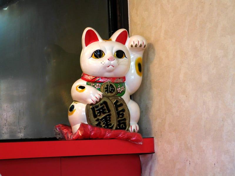 Maneki Neko, el gato de la suerte de color blanco