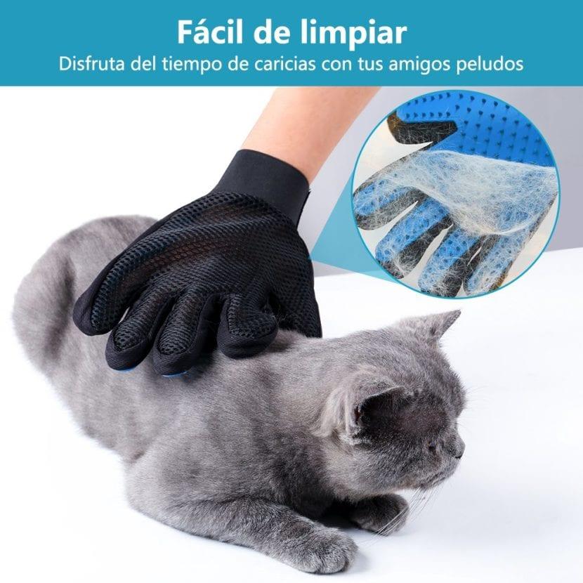 Vista de un guante cepillo para gatos