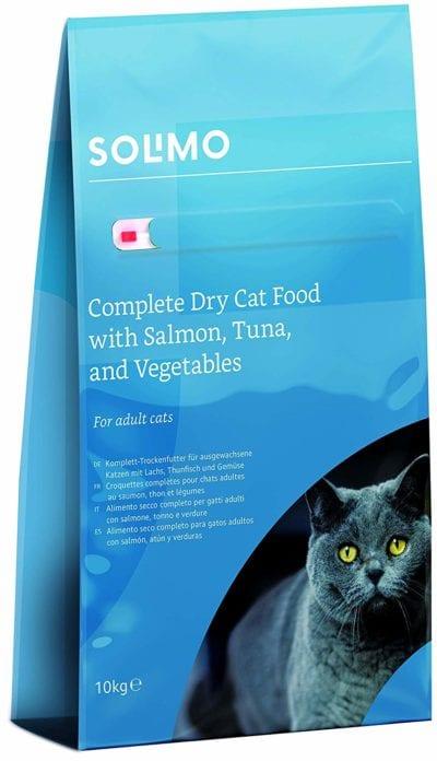 Pienso de la marca Solimo con salmón para gatos